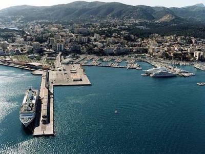 Club de mar palma de mallorca baleares puertos gu as for Oficina yoigo palma de mallorca