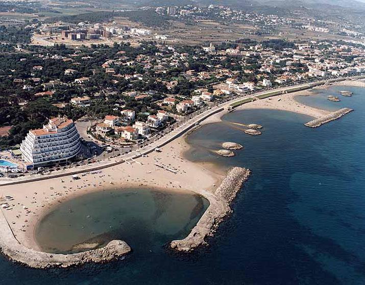 Platja terramar sitges platja terramar sitges catalunya playas gu as portada guias - Fotos de sitges barcelona ...