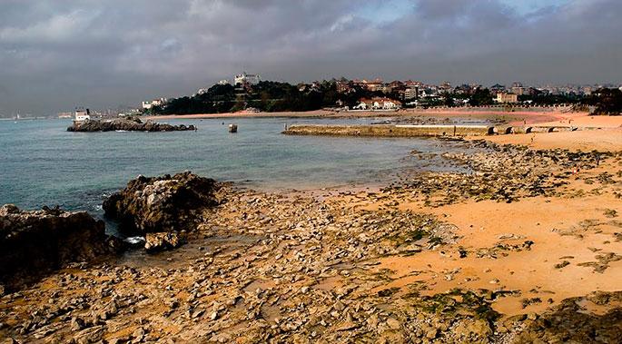 85c166bc7784 Playa de los Bikinis (Santander) / Cantabria / Playas / Guías ...