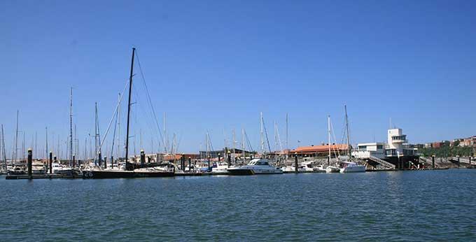 Puerto deportivo el abra getxo getxokaia euskadi puertos gu as portada masmar - Cines puerto deportivo getxo ...